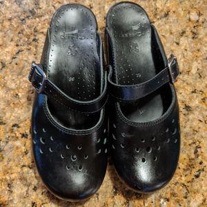 Dansko Size 39 Black Clogs Open Back